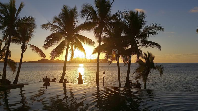 Zonsondergang op Tokoriki-Eiland, Fiji stock fotografie