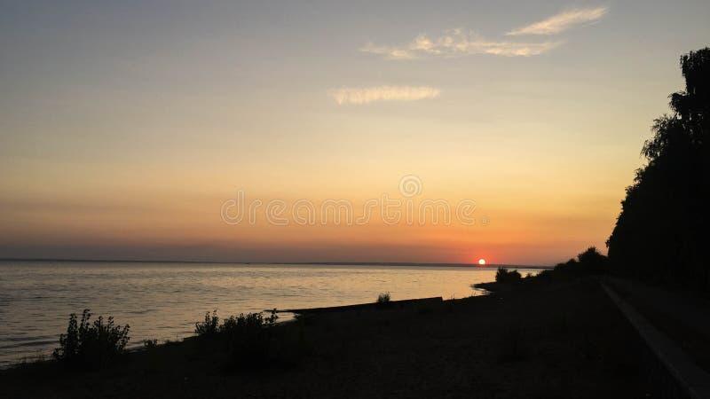 Zonsondergang op Volga stock afbeelding