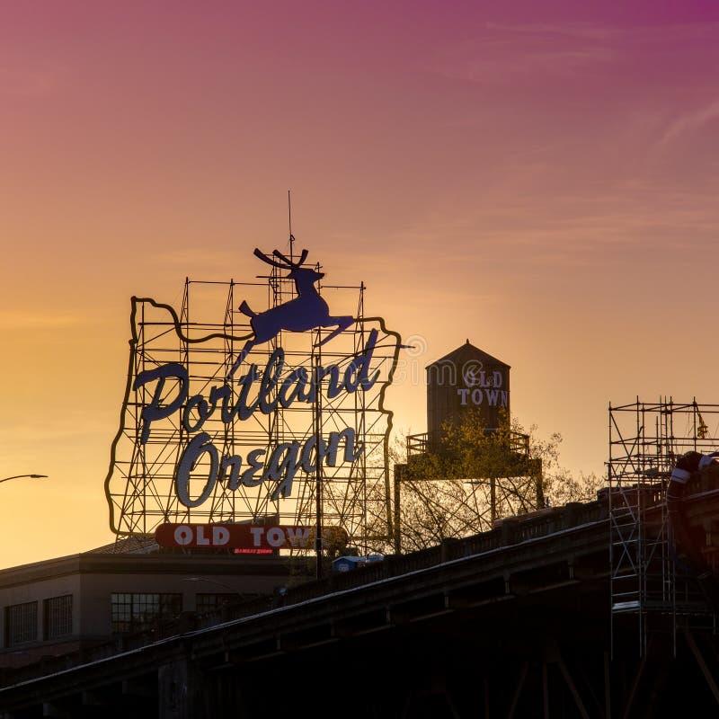 Zonsondergang Oud de Stadsteken over van iconisch Portland, Oregon in Portland van de binnenstad, Oregon royalty-vrije stock afbeeldingen