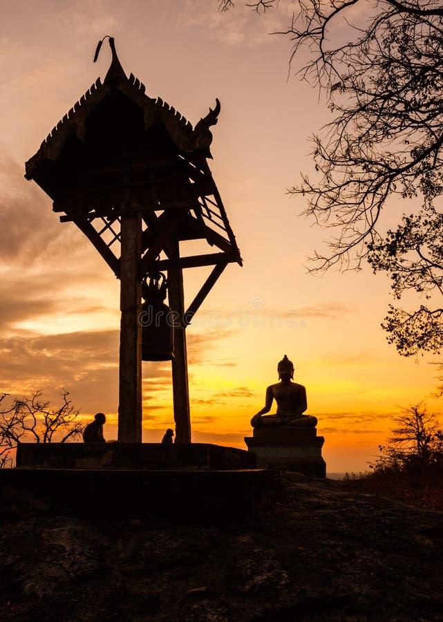 Zonsondergang oude Tempel wat Praputtachai royalty-vrije stock afbeelding
