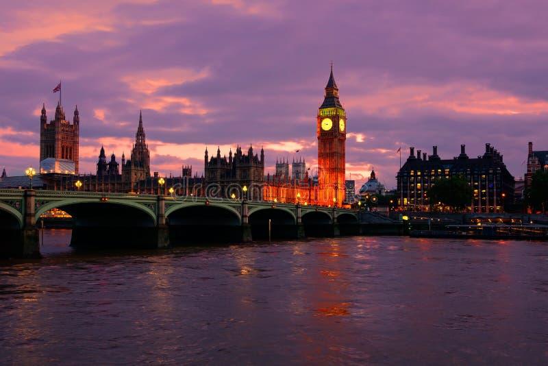 Zonsondergang over Big Ben en het Parlement, Londen, Engeland stock foto