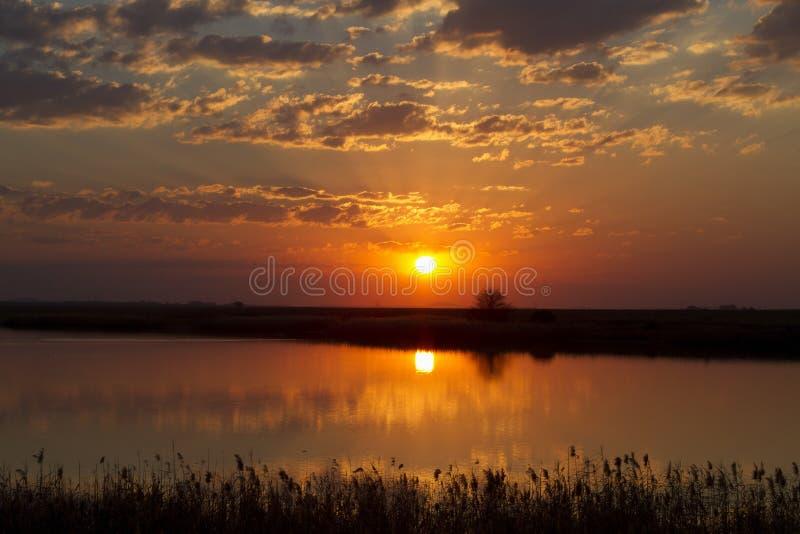 Zonsondergang over dam royalty-vrije stock afbeeldingen