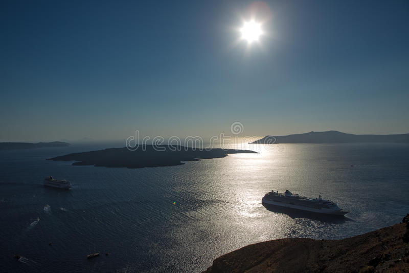 Zonsondergang over de caldera. royalty-vrije stock foto