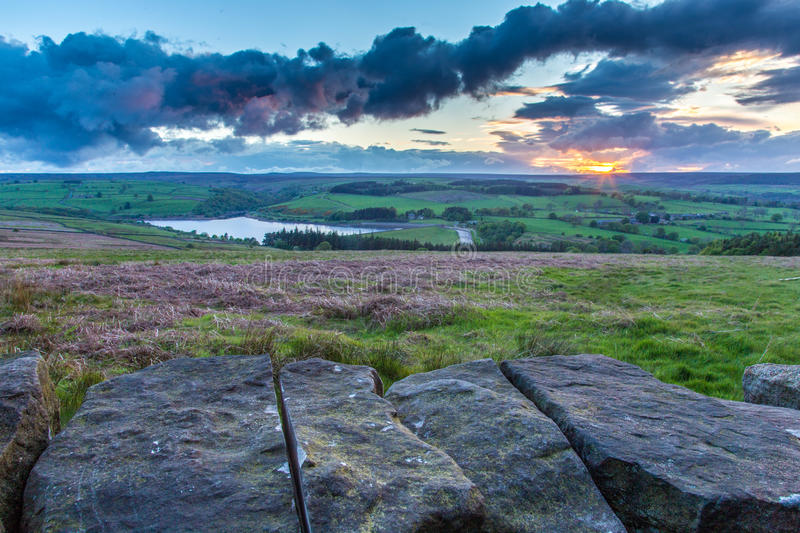 Zonsondergang over de Dallen Nationaal Park van Yorkshire stock foto