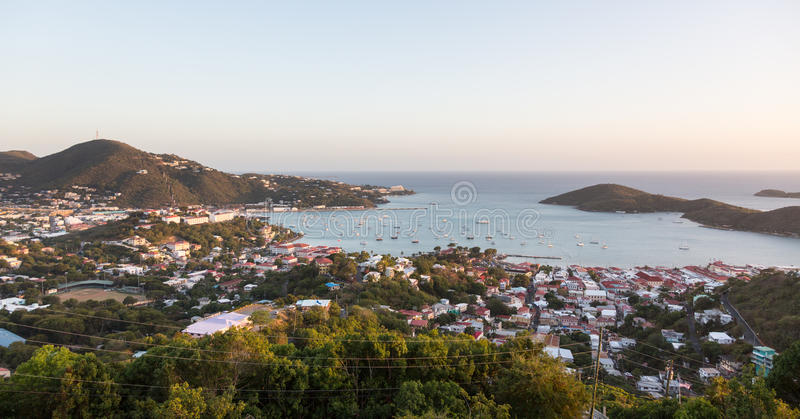 Zonsondergang over Charlotte Amalie St Thomas stock afbeelding