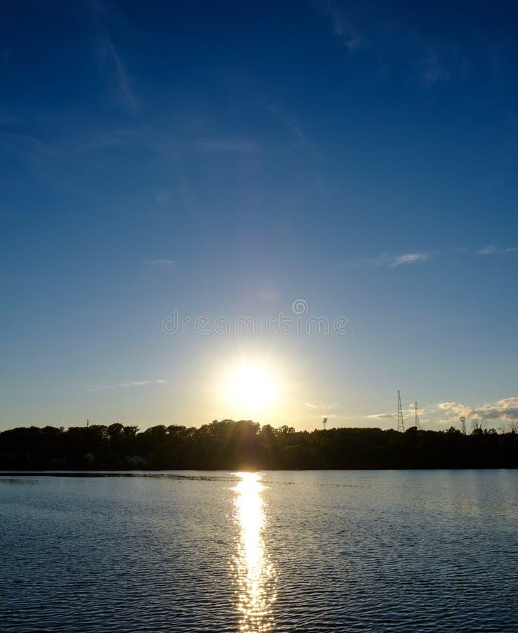 zonsondergang over de horizon royalty-vrije stock afbeeldingen