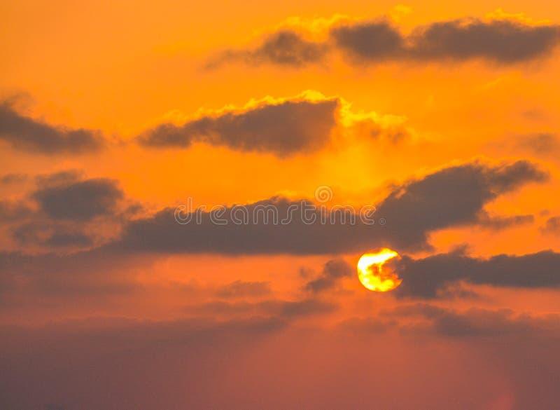 Zonsondergang over de Middellandse Zee in Ashkelon, Israël stock afbeeldingen