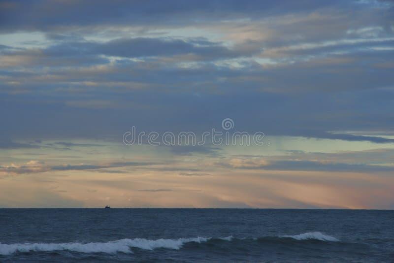 Zonsondergang over de Noordzee royalty-vrije stock afbeelding