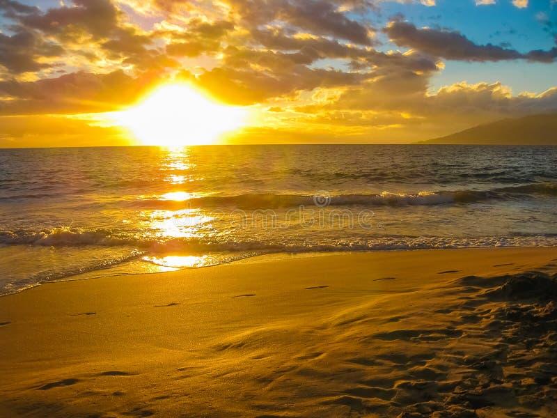 zonsondergang over de oceaan, Eiland Maui, Hawaï stock foto