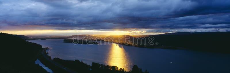 Zonsondergang over de Rivier van Colombia royalty-vrije stock foto's