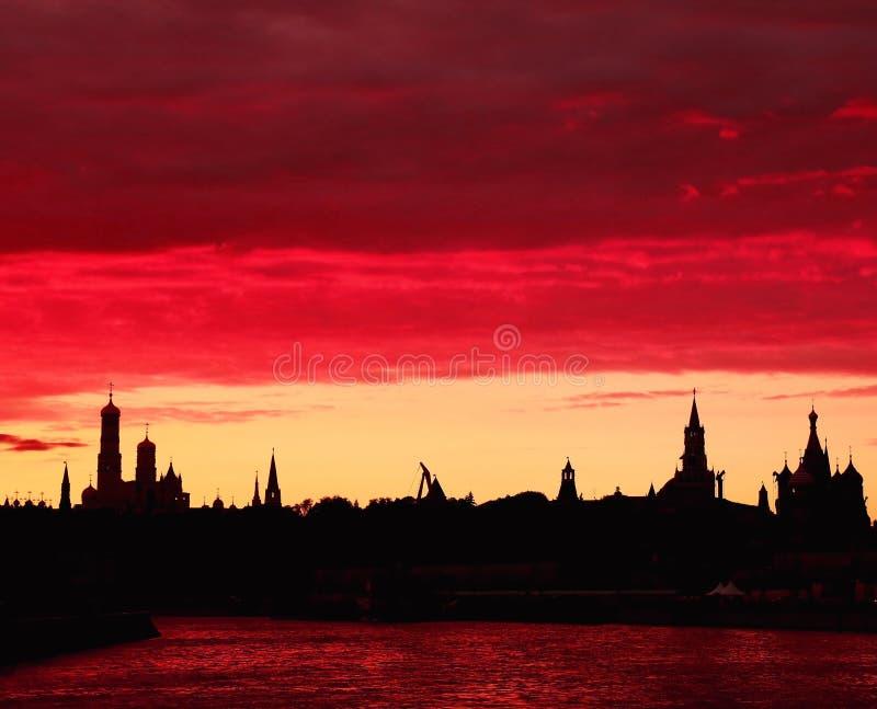 Zonsondergang over de Rivier van Moskou stock afbeeldingen