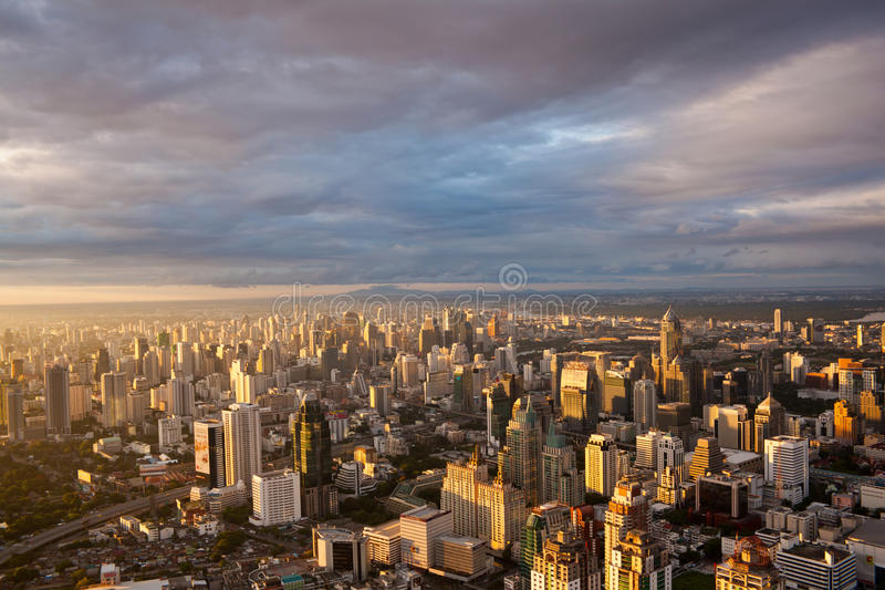 Zonsondergang over de Stad van Bangkok stock foto
