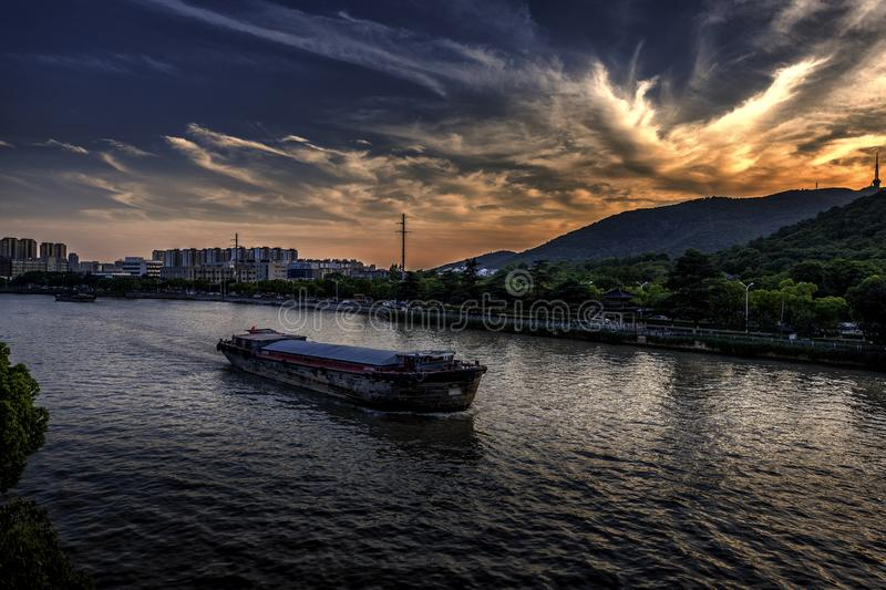Zonsondergang over Grand Canal in China stock afbeelding