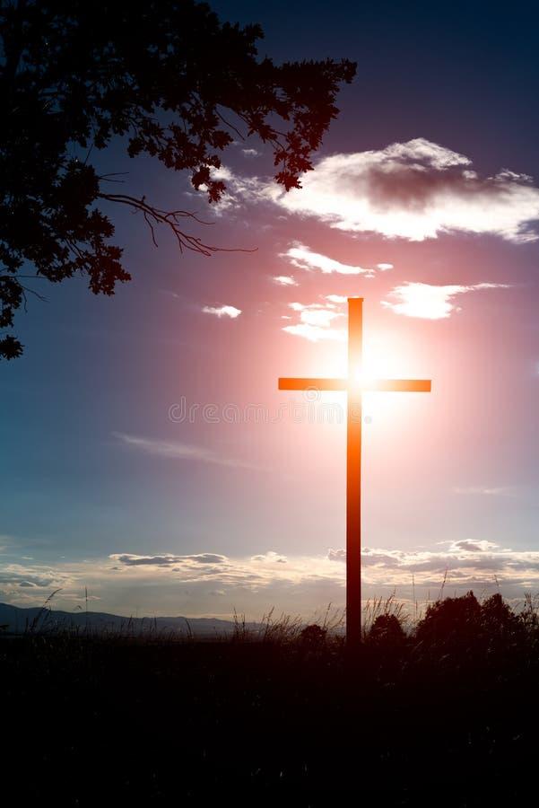 Zonsondergang over het kruis royalty-vrije stock afbeeldingen