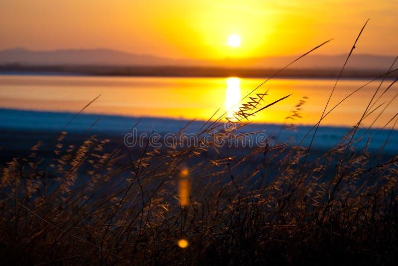 Zonsondergang over het meer, Cypriotische schoonheid van aard royalty-vrije stock foto