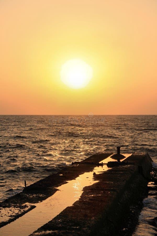 Zonsondergang over het Overzees royalty-vrije stock fotografie