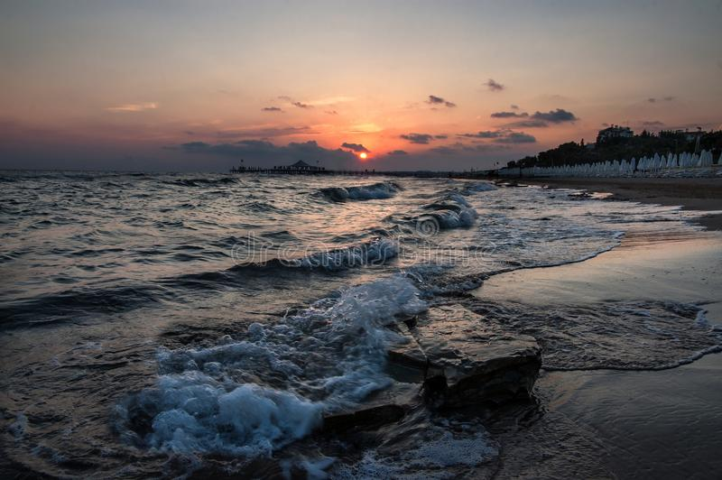 Zonsondergang over het overzees in de Turkse Kant stock foto's