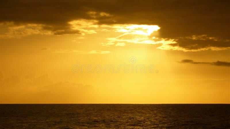 Zonsondergang over Horizon stock afbeelding
