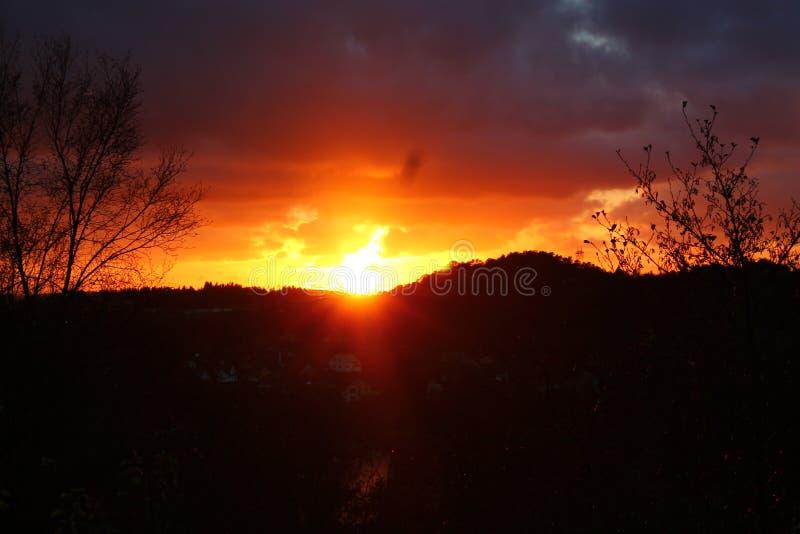 Zonsondergang over horizon stock fotografie
