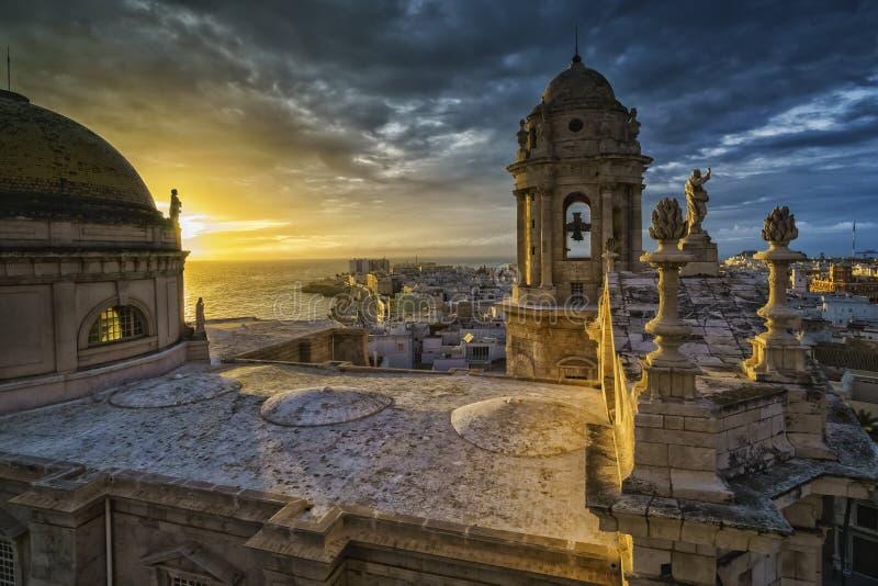 Zonsondergang over Kathedraal Cadiz Spanje royalty-vrije stock foto's
