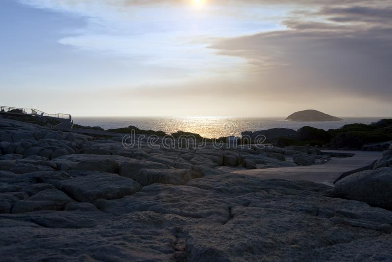 Zonsondergang over kust dichtbij Albany, WA, Australië stock afbeelding