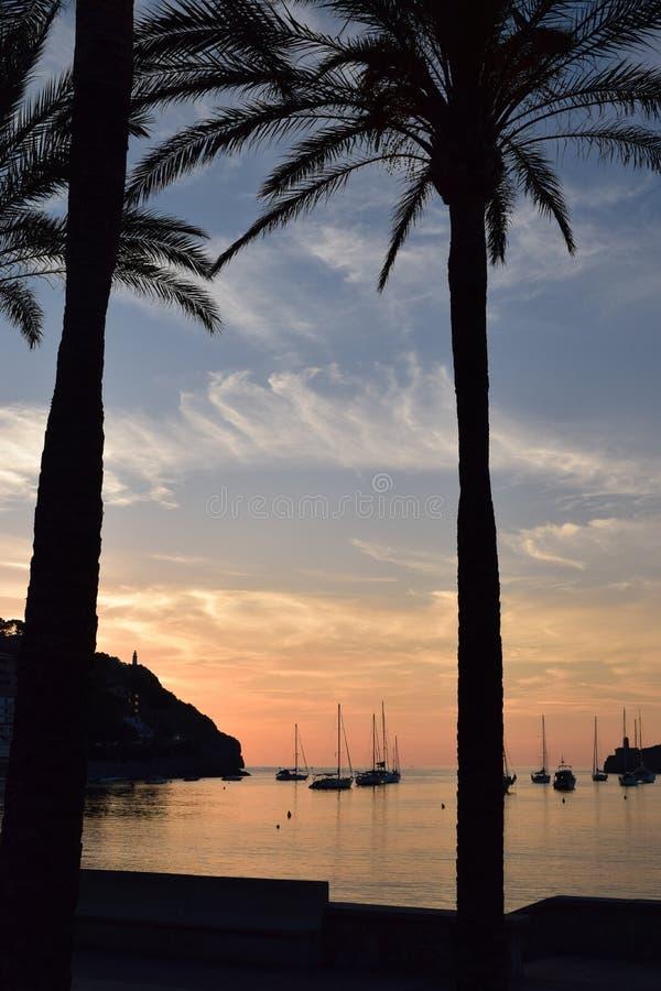 Zonsondergang over natuurlijke haven van Port DE Soller op Majorca royalty-vrije stock afbeelding
