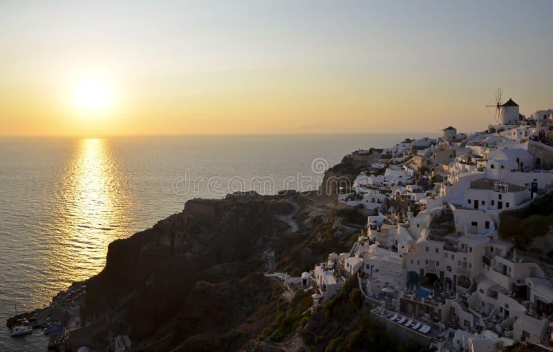 Zonsondergang over Oia, het Griekse Eiland van Santorini stock afbeelding