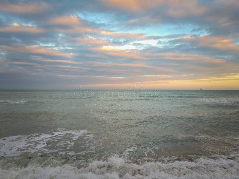 Zonsondergang over overzees, Civitanova, Italië stock foto
