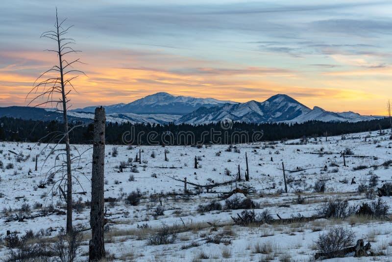 Zonsondergang over Pikes Peak Colorado stock afbeeldingen
