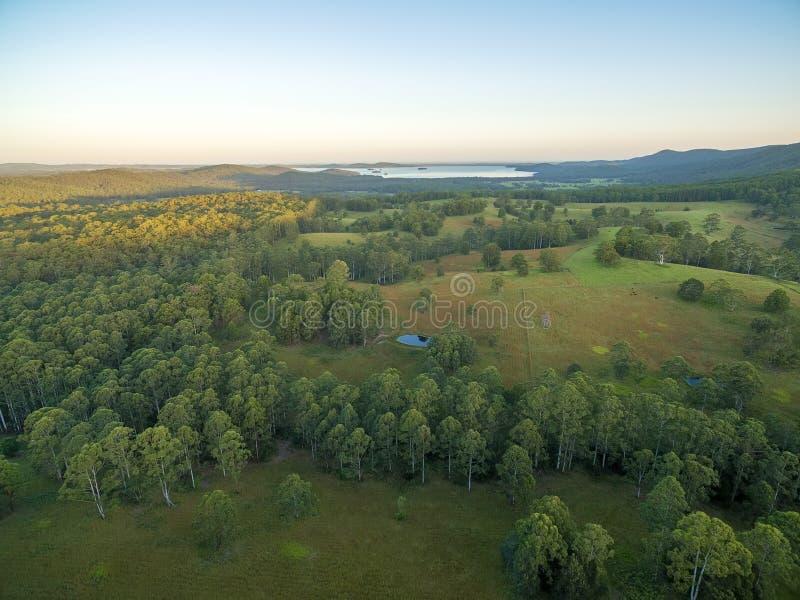 Zonsondergang over platteland - luchtmening royalty-vrije stock afbeeldingen