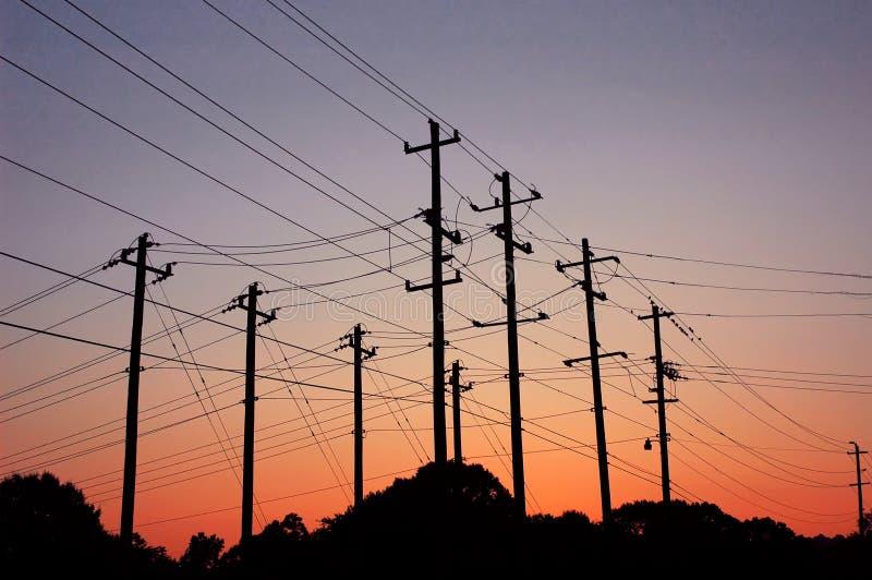 Zonsondergang over powerlines stock foto