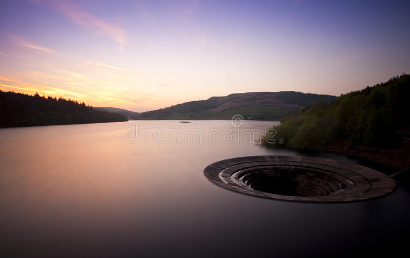 Zonsondergang over reservoir stock foto