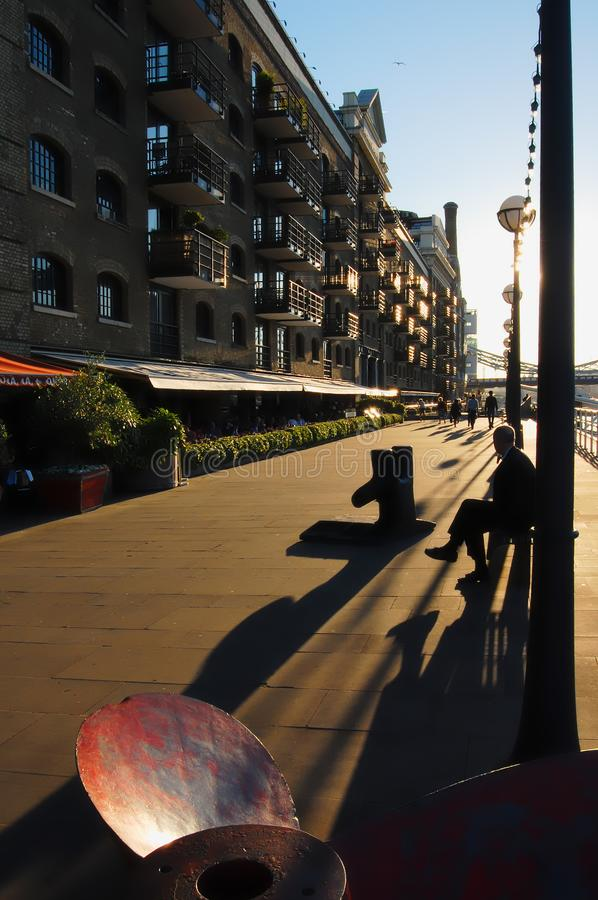 Zonsondergang over Shad Thames, Londen stock foto's