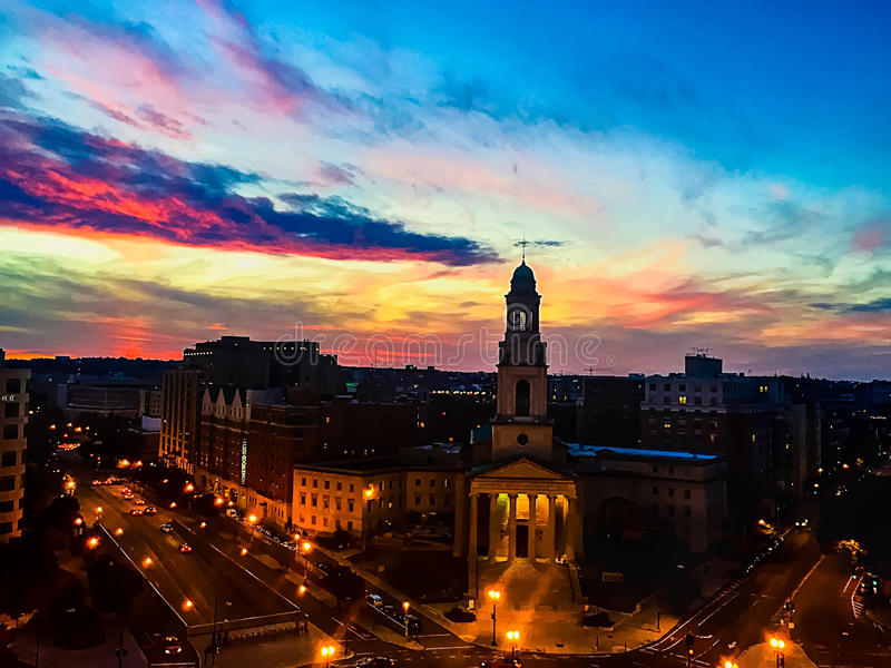 Zonsondergang over Thomas Circle in Washington DC royalty-vrije stock foto