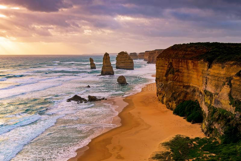Zonsondergang over Twelves-Apostelen Victoria, Australië stock foto's