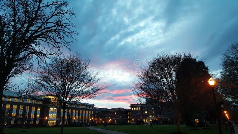 Zonsondergang over Valleibibliotheek royalty-vrije stock afbeelding