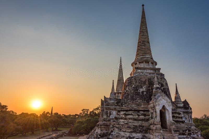 Zonsondergang over Wat Phra Si Sanphet-tempel in Ayutthaya stock fotografie