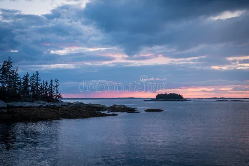 Zonsondergang over Zandstrand in Stonington, Maine stock afbeeldingen