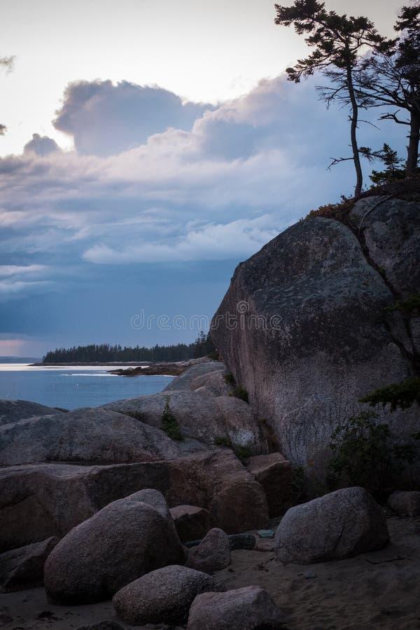 Zonsondergang over Zandstrand in Stonington, Maine royalty-vrije stock afbeeldingen