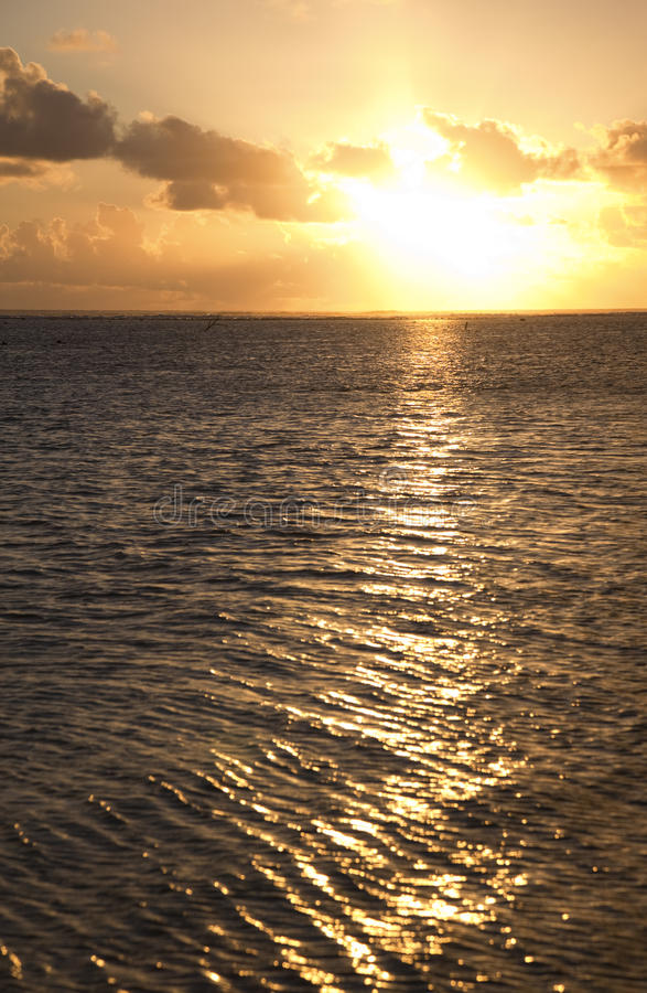 Zonsondergang over Zuid-Pacifische Oceaan royalty-vrije stock foto's