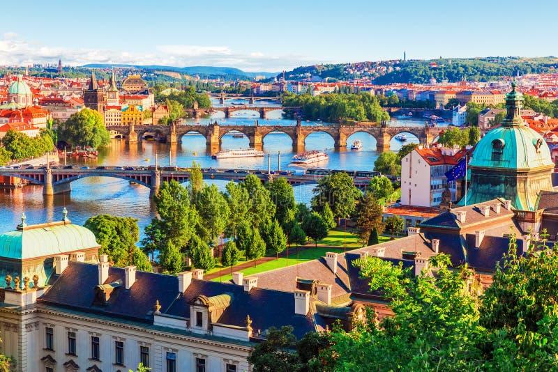 Zonsondergang in Praag, Tsjechische Republiek royalty-vrije stock afbeeldingen