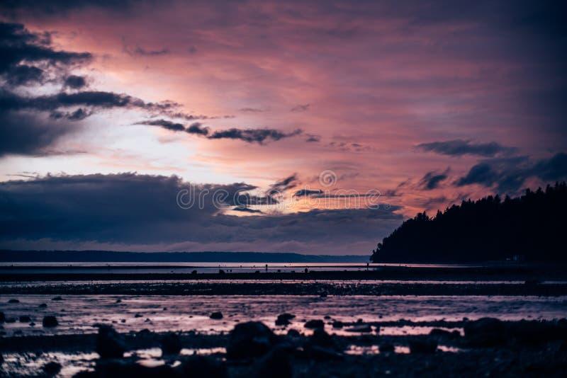 Zonsondergang in Puget Sound in Washington stock afbeeldingen