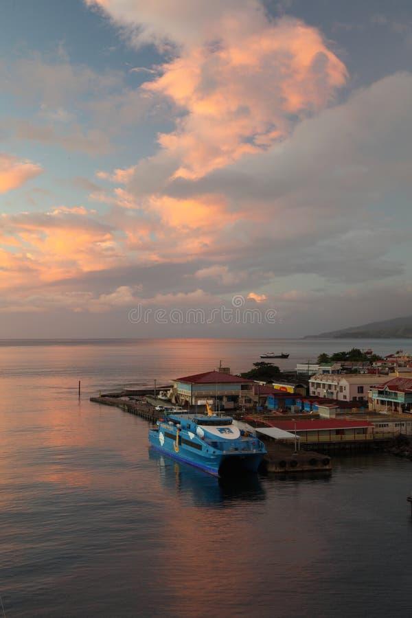 Zonsondergang in Roseau, Dominica Caribbean Islands royalty-vrije stock afbeelding