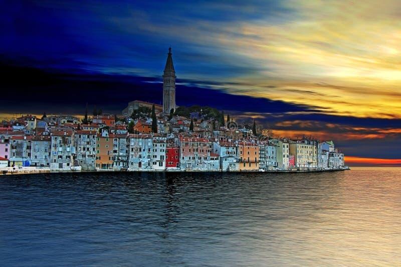 Zonsondergang in Rovinj, mooie oude stad in Istria stock foto