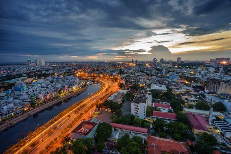 Zonsondergang in Saigon, Vietnam stock foto