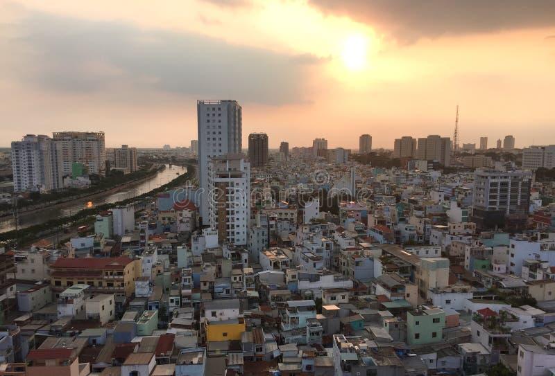 Zonsondergang in Saigon, Vietnam stock afbeelding