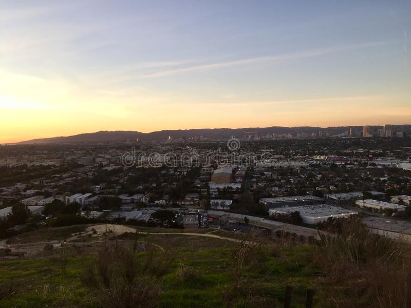 Zonsondergang Santa Monica Los Angeles van Baldwin Hills wordt gezien dat stock afbeeldingen