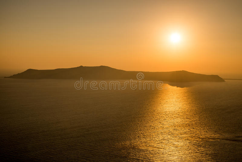 Zonsondergang in santorini stock afbeelding