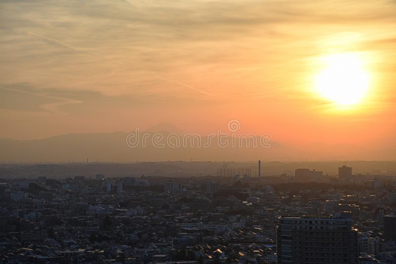 Zonsondergang in Setagaya -setagaya-ku, Tokyo, Japan met Onderstel Fuji royalty-vrije stock foto