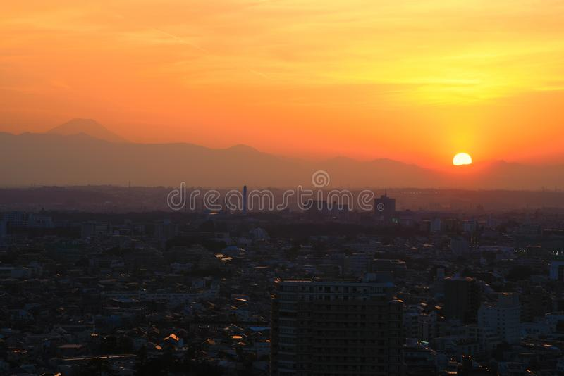 Zonsondergang in Setagaya -setagaya-ku, Tokyo, Japan met Onderstel Fuji royalty-vrije stock afbeelding
